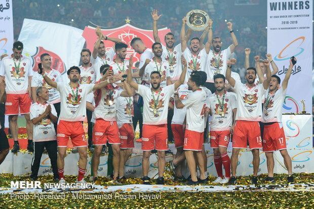 پرسپولیس پنجشنبه جام قهرمانی را بالای سر می برد