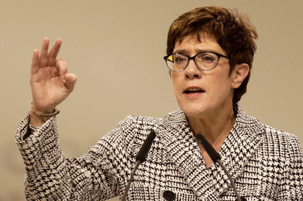 درخواست وزیر دفاع آلمان برای مشارکت کشورش در عملیات های بروز مرزی