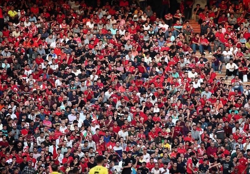 حاشیه ملاقات پرسپولیس - گل گهر، ورود پرتعداد طرفداران به استادیوم و شعار علیه یک استقلالی، تشویق مدافع قرمزها با لقبی جدید