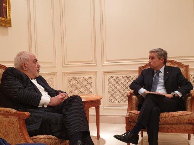 ظریف با وزیر خارجه کانادا ملاقات کرد