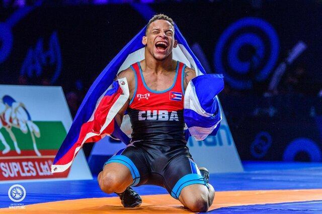 قهرمان کشتی المپیک کرونا را شکست داد
