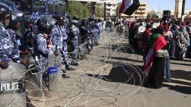 تظاهرات سودانی ها برای برکناری دولت عبدالله حمدوک