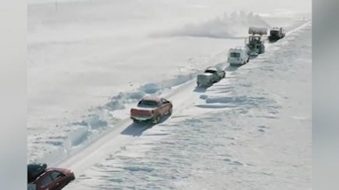 گیر افتادن گردشگران در برف سنگین روسیه