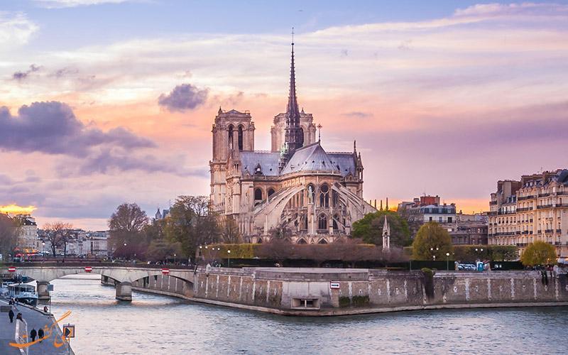 نگاهی به تاریخچه و سرگذشت غم انگیز کلیسای نوتردام در پاریس