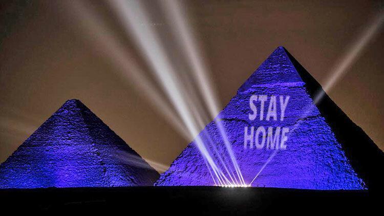 رنگ آبی بر پیکر هرم عظیم ، هشدار کرونا تا مصر باستان رفت
