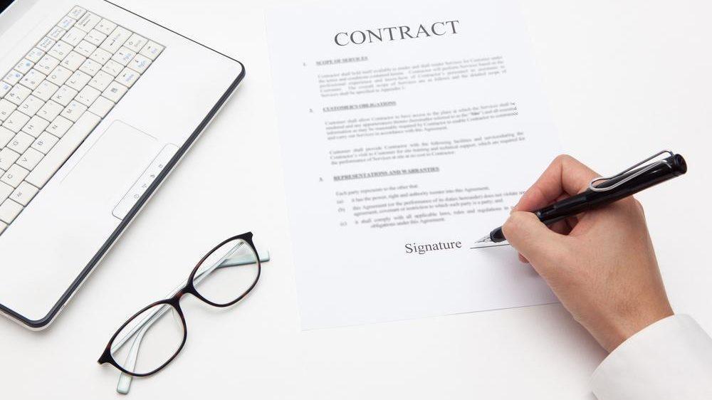 قرارداد پیمانکاری چیست؟ تعهدات، شرایط و انواع قراردادها