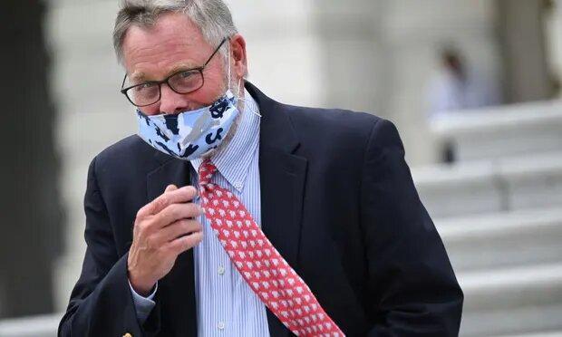 رئیس کمیته اطلاعات سنای آمریکا استعفا داد