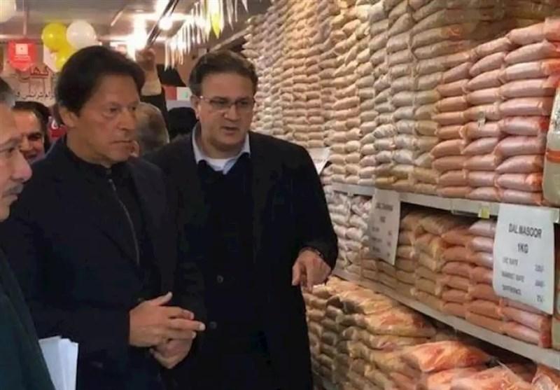 بازدید سرزده عمران خان از فروشگاه های مواد غذایی و نظارت بر قیمت ها
