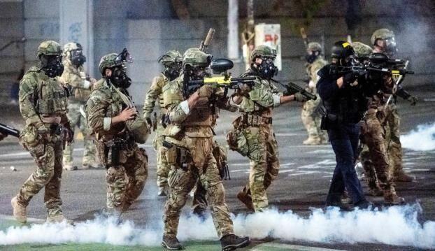 خبرنگاران پلیس اف بی آی از سرکوب معترضان پورتلند توسط نیروهای فدرال ترامپ دفاع کرد