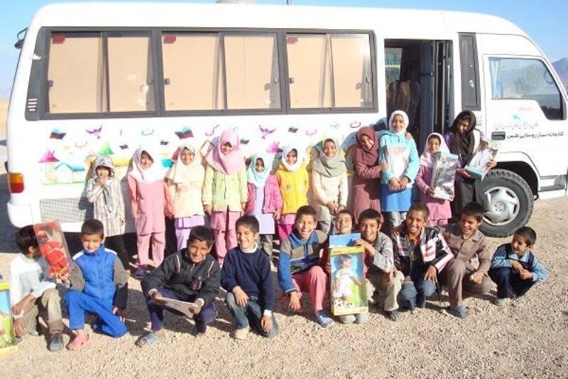 کتابخانه های سیار کتاب ها را به کتابخوان های روستایی می رسانند