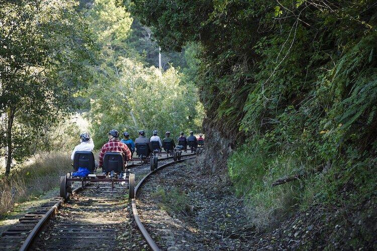 تور بازدید از جنگل با قطار پدالی ، راستا قطارهای از کار افتاده جاذبه گردشگری می شوند