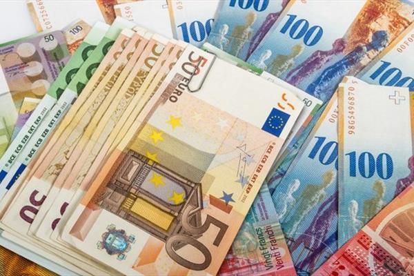 جزئیات نرخ رسمی انواع ارز، قیمت یورو کاهش، پوند افزایش یافت