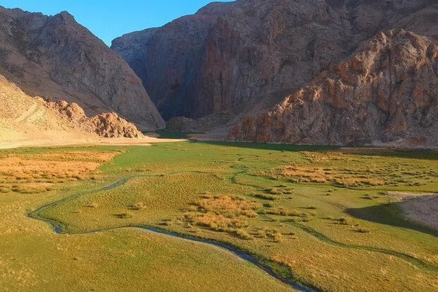 تماشای طبیعت روستای لزور از قاب تصویر تهرانگرد