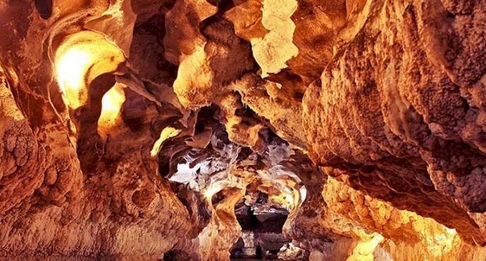 عملیات نورپردازی غار کتله خور به انتها رسید