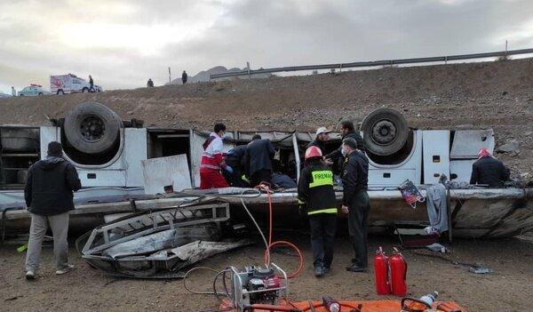 واژگون شدن هشت خودرو در صبح بارانی و پرحادثه اصفهان