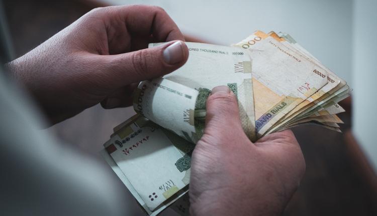 شرایط پرداخت حقوق کارکنان دولت در سال آینده تغییر کرد