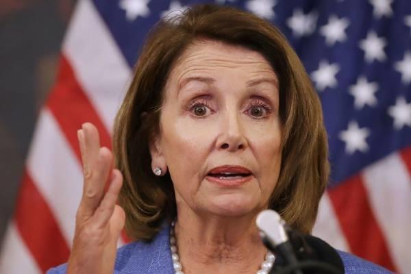 پلوسی: اگر اعضای کنگره در حمله اخیر دست داشته اند باید تحت تعقیب قرار گیرند