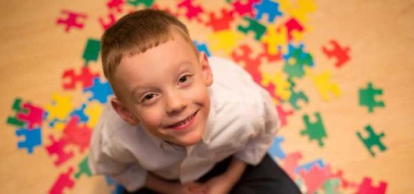 نشانه های اوتیسم؛ 15 علامت هشدار دهنده
