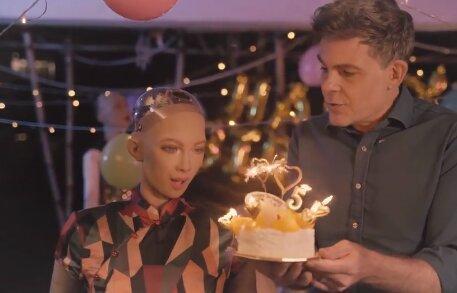 جشن تولد روبات سوفیا را ببینید