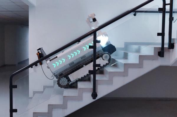 ربات ساختمانی به جوشکاری و آجرچینی یاری می نماید